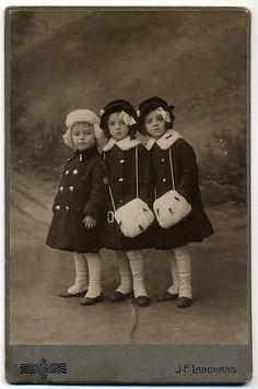 :::::::::::: Antique Photograph ::::::::::: Wonderful portrait of three sisters Vintage Baby--Infant dress with slip, handmade. Vintage Children Photos, Images Vintage, Photo Vintage, Vintage Pictures, Vintage Postcards, Retro Vintage, Vintage Twins, Antique Photos, Vintage Photographs