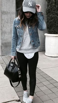 Pin by Dariagna ZH on ropa in 2020 Casual Winter Outfits, Winter Fashion Outfits, Spring Outfits, Fashion Dresses, Fashion Mode, Look Fashion, Camo Fashion, Runway Fashion, Athleisure Outfits