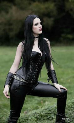 Top Gothic Fashion Tips To Keep You In Style. As trends change, and you age, be willing to alter your style so that you can always look your best. Consistently using good gothic fashion sense can help Pvc Fashion, Dark Fashion, Gothic Fashion, Fashion Clothes, Style Fashion, Gothic Metal, Gothic Steampunk, Steampunk Fashion, Punk Girls
