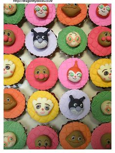 Cupcakes featuring Anpanman characters. --- www.dragonflydoces.com