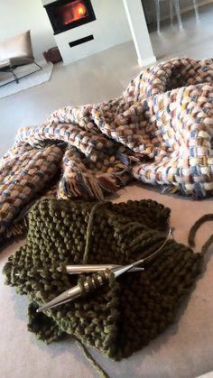 Et strikkeprosjekt til jul? Merino Wool Blanket, Knitting, Tricot, Breien, Weaving, Stricken, Knits, Cable Knitting, Crocheting