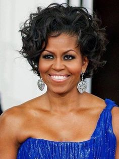 Michelle Obama in Tan Suit at D. High School - Fashion and Beauty Pictures of Michelle Obama Michelle E Barack Obama, Barrack And Michelle, Barack Obama Family, Michelle Obama Fashion, Obamas Family, Mexican Hairstyles, Celebrity Hairstyles, Short Curly Wigs, Curly Hair