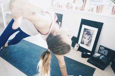 Worte zum heutigen Tag: Wir sollten viel öfter durchs Leben tanzen und Menschen die uns begegnen einfach anlächeln ... irgendwann würden uns nur noch glückliche Menschen begegnen ... oder?  #trainhard #eatclean #yogaeverydamnday #yoga #yogalove #bodyinprogress #fitfam #instafit #yogaeverywhere #yogainspiration #yogalife #fitspo #yogagram #yogapose #yogadaily #yogi #namaste #workoutathome  #eatcleantraindirty #fitdurch2016 #meditation by zugarandzalt