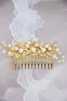 Hey, I found this really awesome Etsy listing at https://www.etsy.com/listing/237121886/hair-comb-bridal-hair-comb-wedding-hair