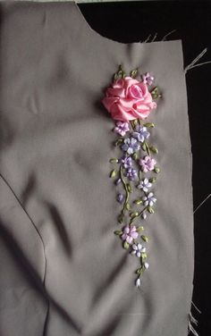 Wonderful Ribbon Embroidery Flowers by Hand Ideas. Enchanting Ribbon Embroidery Flowers by Hand Ideas. Ribbon Embroidery Tutorial, Simple Embroidery, Hand Embroidery Stitches, Silk Ribbon Embroidery, Hand Embroidery Designs, Floral Embroidery, Embroidery Ideas, Ribbon Art, Ribbon Crafts