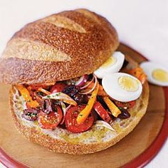 Pressed Summer Sandwich With Eggs And Anchovies: This Unique Sandwich Brings Unusual Mediterranean Favorites Together For A Savory Flavor. Including Hard-Boiled Eggs Adds A Soft Texture And Mellow Taste. Get The Recipe Tea Sandwiches, Empanadas, Easy Smoothie Recipes, Healthy Recipes, Fast Recipes, Burritos, Anchovy Recipes, Hard Boiled Egg Recipes, A Food