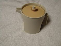Vintage Tupperware Sugar Bowl, Almond Container w/Harvest Gold Push Button Lid Tupperware http://www.amazon.com/dp/B00K9VH07G/ref=cm_sw_r_pi_dp_PEGTtb184MNMW3VH