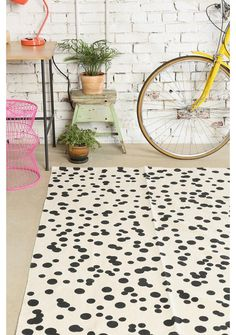 This would be an easy, fun rug to diy with paint!