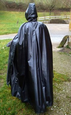 Capes, Rain Cape, Rubber Raincoats, Pvc Raincoat, Heavy Rubber, Pvc Coat, Future Fashion, Rain Wear, Vintage