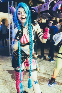Jinx from league of legends cosplay by Lumos & Nox Cosplay photo by DkPhotography Jinx Cosplay, Marvel Cosplay, Cosplay Outfits, Cosplay Girls, Cosplay Ideas, Anime Cosplay, Amazing Cosplay, Best Cosplay, Tracer Cosplay