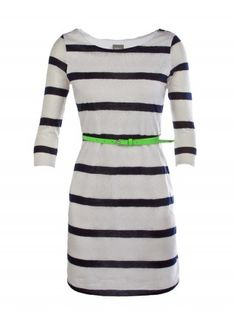love the monochrome style and neon belt :) Pin styles from eVanity Nice Dresses, Casual Dresses, Dresses For Work, Monochrome Fashion, Classy And Fabulous, Belted Dress, I Love Fashion, Affordable Fashion, Dress Me Up