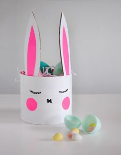 Easter Craft: Sleepy Bunny Basket DIY - simple and cute! Diy Craft Projects, Easter Arts And Crafts, Bunny Crafts, Easter Crafts For Kids, Easter Activities, Craft Activities, Diy Pour Enfants, Diy Ostern, Easter Colors
