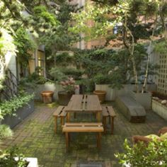 Hidden New York garden patio. (Source: Sotheby's Estates)