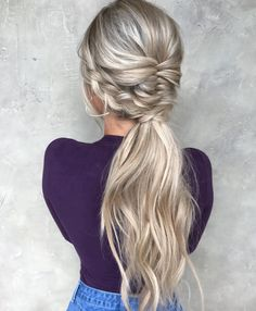 "4,760 Gostos, 37 Comentários - BRAIDS | UPDOS | INSPIRATION (@beyondtheponytail) no Instagram: ""PONYTAILS always on POINT by this lady @taylor_lamb_hair @taylor_lamb_hair on the beautiful…"""