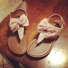 You could just tie ribbon or cloth onto kids sandals for a whole new look to match outfit! Bow Shoes, Dress Shoes, Fashion Shoes, Kids Fashion, Sparkly Sandals, Kids Sandals, Pink Summer, Play Dress, Playing Dress Up