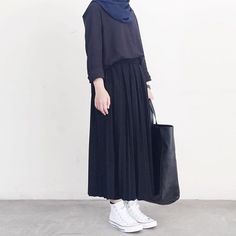 New style hijab casual rok Ideas Street Hijab Fashion, Muslim Fashion, Modest Fashion, Fashion Outfits, Casual Hijab Outfit, Hijab Chic, Casual Outfits, Ootd Hijab, Casual Shoes
