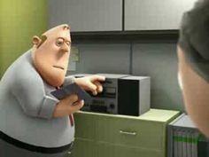 Animación de un pobre empleado que tiene que aguantar a su jefe. y tiene una alucinación, Muy Bueno