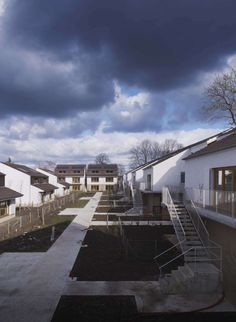 The Lem + agency hands over 44 social housing units in Marnes-la-Coquette on a protected block lying between the SNCF main line station and the A13 motorway....