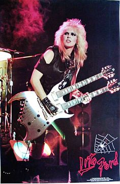 Lita Ford was born on September to a British father and an Italian mother in London, England. When Ford was four, her family emigr. Rock Roll, Rock And Roll Girl, Rock And Roll Fantasy, Lita Ford, Heavy Metal Girl, Heavy Metal Music, Joan Jett, Female Guitarist, Female Singers