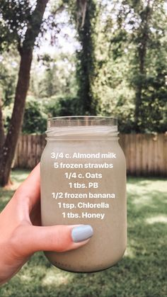30 different easy, delicious and healthy smoothie recipes that can be made for breakfast, as a meal replacement or as a daytime snack when cravings hit. Raspberry Smoothie, Juice Smoothie, Smoothie Drinks, Easy Smoothie Recipes, Easy Smoothies, Easy Recipes, Banana Smoothies, Smoothie Ingredients, Yummy Drinks