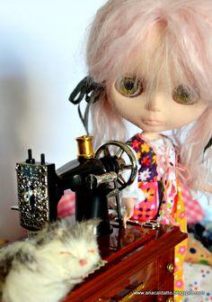 Ana Caldatto : Blythe Lili com sua maquininha de costura
