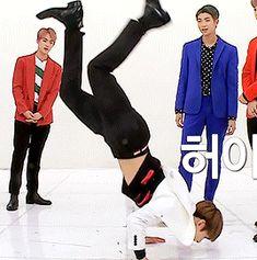 "jeonheart: "" ""junghope demonstrating the ""killing points� of bts choreo � � Jungkook Jungkook Oppa, Kim Namjoon, Bts Bangtan Boy, Jung Kook, Taekook, Foto Bts, Taehyung, Bts Gifs, Hoseok"