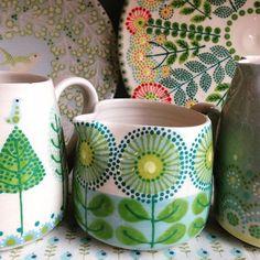 Katrin Moye ceramics Blue Daisy Border Jug earthenware and stoneware approx. high x dia 2015 Ceramic Clay, Ceramic Painting, Ceramic Artists, Ceramic Pottery, Pottery Painting Designs, Pottery Designs, Paint Designs, Painted Mugs, Hand Painted Ceramics