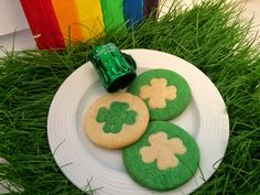 Yay, one of my favorite holidays is just around the corner! The green day! Green Food Coloring, Soda Bread, Vanilla Sugar, Confectioners Sugar, Cookies Ingredients, Green Day, Favorite Holiday, St Patricks Day, Gingerbread Cookies
