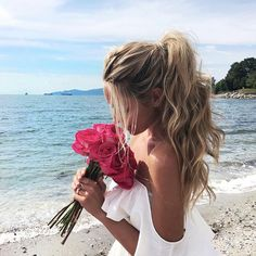 Roses & the beach always make me happy! #AFLAHair #XOStyling