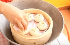 How to make chicken momos with Photo? Step-By-Step Momos Recipe, How To Make Eggs, Breakfast Bread Recipes, Food Photo, Food And Drink, Chicken, Vegetables, Agra, Vegetable Recipes