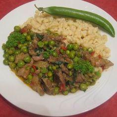 13 tuti tokányrecept, amit imádni fog a család! Hungarian Recipes, Pork Dishes, Food 52, Coleslaw, Meat Recipes, Stew, Bacon, Good Food, Food And Drink