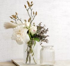This clear hurricane glass jar is suitable for candle decoration and flower arrangements.