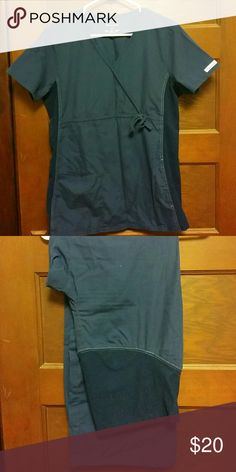 Cherokee Flexibles Maternity Scrubs Maternity scrub set, size medium. Top has stretch side panels. Bottoms have full maternity panel. Cherokee Other