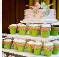 Mini-bolos e cupcakes Pretty Cakes, Beautiful Cakes, Amazing Cakes, Green Cupcakes, Cute Cupcakes, Themed Wedding Cakes, Wedding Cakes With Cupcakes, Cupcake Wedding, Cupcake Party