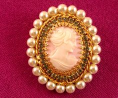 HOBE GOLD CAMEO . CLEAR STONE & PEARLS