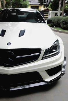 Mercedes C63.Luxury, amazing, fast, dream, beautiful,awesome, expensive, exclusive car. Coche negro lujoso, increible, rápido, guapo, fantástico, caro, exclusivo.