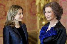 Queen Letizia of Spain Photos Photos - Queen Sofia of Spain (R) and Princess Letizia of Spain attend the Pascua Militar Ceremony at Palacio Real on January 6, 2012 in Madrid, Spain. - Spanish Royals Celebrate New Year's Military Parade 2012