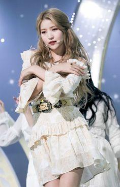 K-Pop Babe Pics – Photos of every single female singer in Korean Pop Music (K-Pop) Kpop Girl Groups, Kpop Girls, Get Skinny Legs, Gfriend Sowon, Cloud Dancer, G Friend, Soyeon, Stage Outfits, South Korean Girls