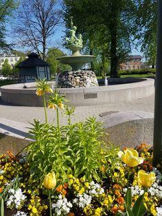 Badhusparken Kungsbacka, Glädjens källa. Tillverkad på Götaverken troligen efter konstnären och arkitekten Kleins ritning 1870.