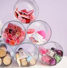 Organiser aus PET-Flaschen für Schminke und Make up