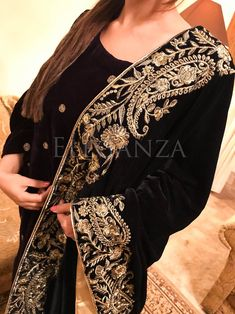 Four sided Kari Embroidered velvet shawl Embroidery Suits Punjabi, Hand Embroidery Dress, Couture Embroidery, Desi Wedding Dresses, Pakistani Bridal Dresses, Velvet Dress Designs, Kashmiri Shawls, Velvet Shawl, Velvet Fashion