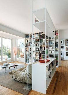 meuble séparateur de pièce très joli, étagères bibliothèques