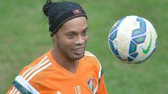 Ronaldinho treinou com bola e deu show em treino do Fluminense - Gazeta Press