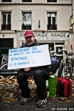 Un Sourire SVP par Little Shao et Luigi Li : Photos de SDF et leurs Pancartes. Paris.