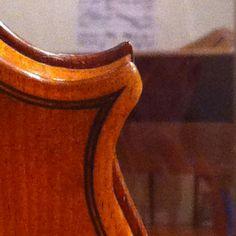 Lower bass corner on the back, N. Amati violin, 1628