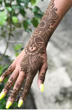 Girls paint their hands and legs with lovely and pretty new mehndi designs. These stunning mehndi designs are perfect for everybody. Latest Arabic Mehndi Designs, Back Hand Mehndi Designs, Indian Mehndi Designs, Mehndi Designs 2018, Modern Mehndi Designs, Mehndi Designs For Girls, Mehndi Design Pictures, Latest Mehndi, Mehndi Images
