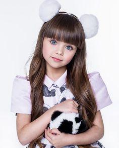 Este posibil ca imaginea să conţină: 1 persoană Cute Little Girl Dresses, Cute Young Girl, Beautiful Little Girls, The Most Beautiful Girl, Cute Little Girls, Beautiful Children, Cute Girl Image, Girls Image, Cute Twins