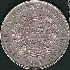 Dorso de una moneda uruguaya antigua de un peso fuerte de 1844 - Departamento y ciudad de Montevideo - URUGUAY. Foto No. 53672