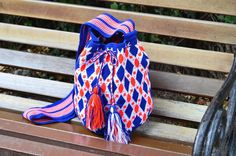 WAYUU BAG – Medium-Sized Mochila. Handwoven by a woman from the Wayuu Tribe. Blue/Orange/White. www.colombiart.co