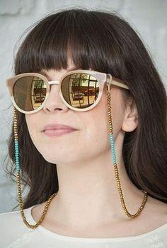 Sunglasses trends for 2019 – Just Trendy Girls - Lunettes Diy Glasses, Fake Glasses, Girl With Sunglasses, Sunglasses Women, Sunglasses Sale, Diy Collier, Trending Sunglasses, Sunglass Frames, Beaded Jewelry